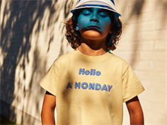 A Monday t-shirt Hello banana crepe