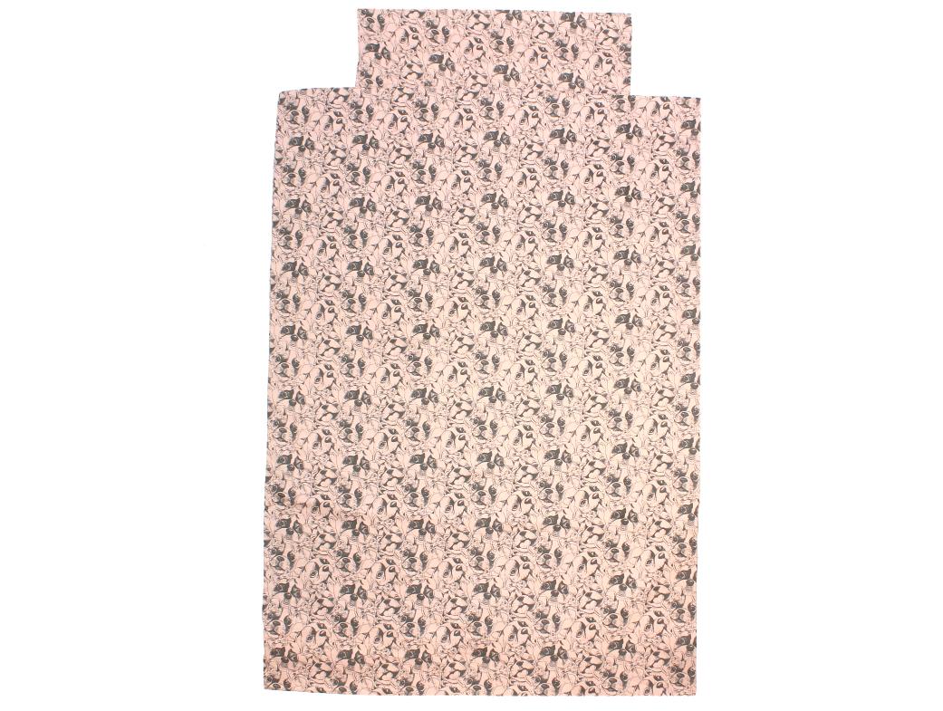 adc7b13fcf3 AW19. Petit by Sofie Schnoor baby sengetøj med hundevalpe light rose ...